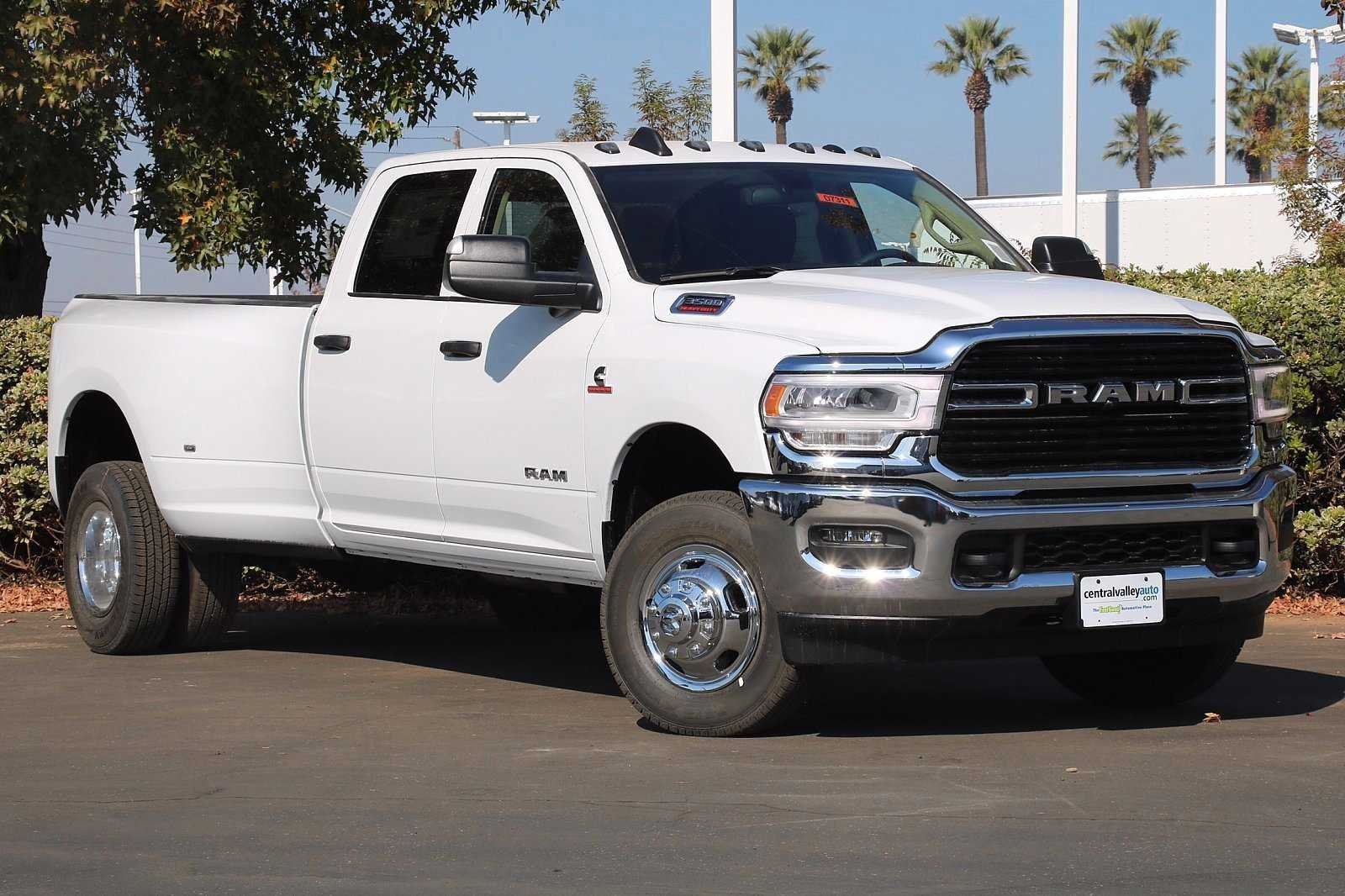 NEW 2019<br>RAM 3500<br>TRADESMAN CREW CAB<br>4X4 8' BOX