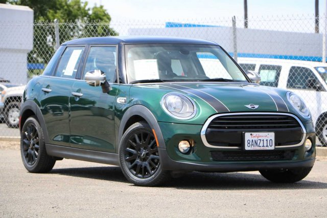 Pre-Owned 2017 MINI Hardtop 4 Door Cooper